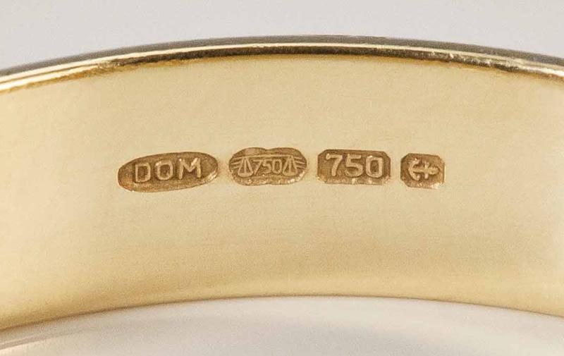 750 gold karat ring that shows hallmark stamp